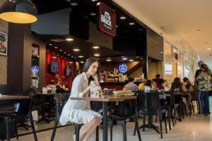 Cafeteria Mr Black Cafe no shopping boulevard